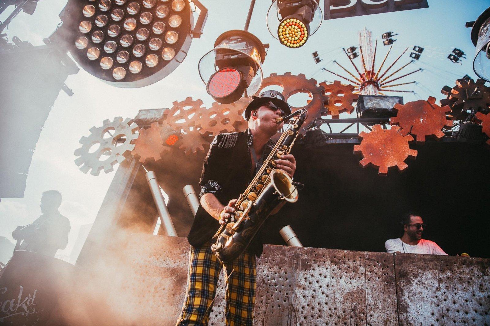 Hofnar Agency DJ deejay school entertainment bands live ceremonie wedding sax act