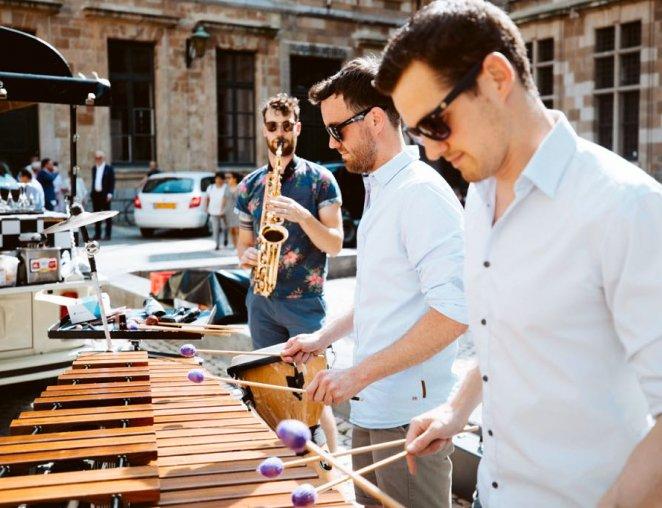 BAM live act sax percussie band hofnar xylofoon saxofoon live piano