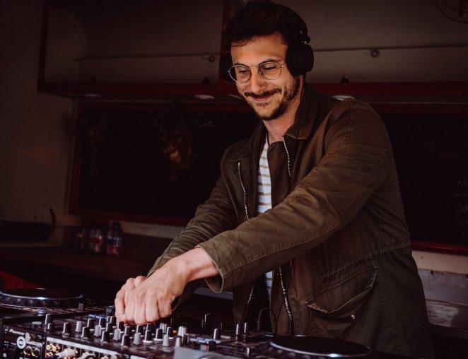 Oostendse dj Gueush deejay muziek draaien house funk disco Roeselare uitgaan Foodtruck Festival Ostend Beach