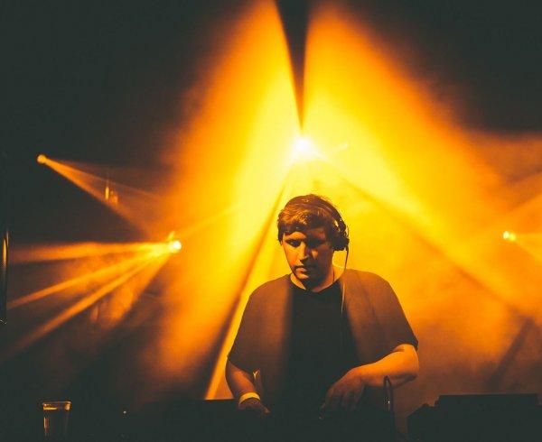 DJ Simon Loncke nighlife deejay vooruit uitgaan huwelijk trouwdj trouw
