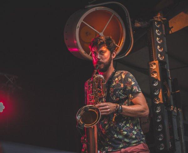 Nicomedes Sax Act Hofnar Live Saxofoon Saxophone DJ